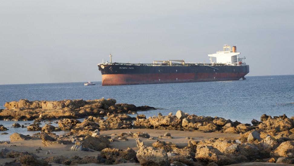 Ακυβέρνητο δεξαμενόπλοιο 1,5 ναυτικό μίλι βορειοδυτικά του ακρωτηρίου Καφηρέα