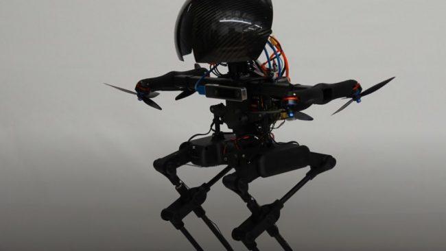LEO: Το δίποδο ρομπότ που μπορεί να κάνει σκέιτμπορντ, να πετάει και σχοινοβατεί
